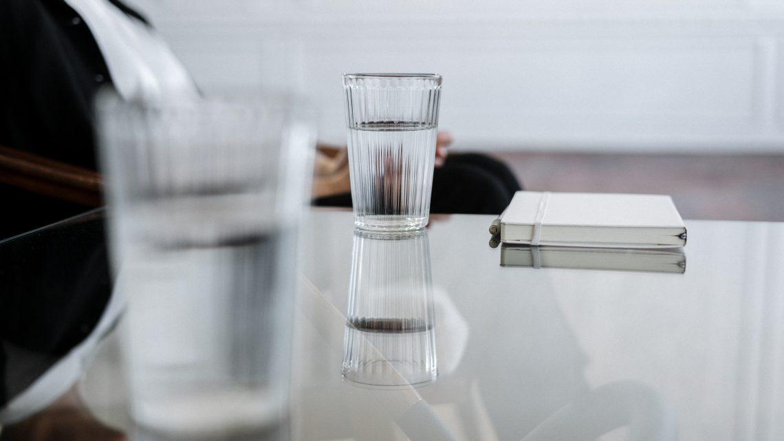 La table carrée verre : une pièce incontournable pour un style moderne et design